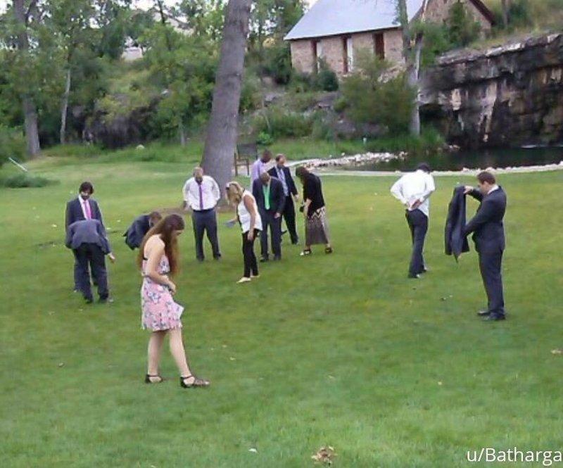 «Были на свадьбе на прошлой неделе. Друг жениха потерял кольцо» архив, кадр, прикол, семейное фото, семья, фото, юмор