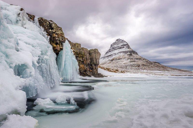 У подножия горы Киркьюфетль (Kirkjufell) исландия, красиво, красивый вид, природа, путешествия, туризм, фото, фотограф