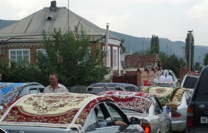 Самый крутой свадебный кортеж! забавно, ковер, люди, обычай, прикол, традиция, юмор