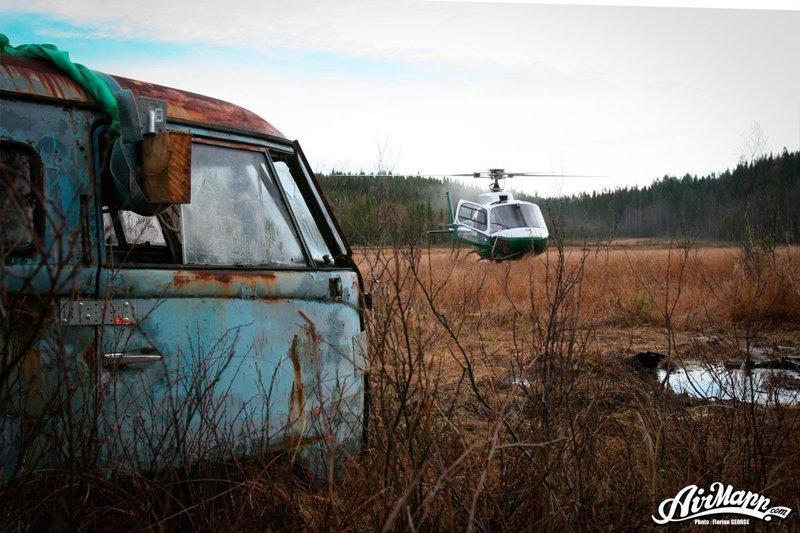 Дальше был задействован вертолёт, который и доставил остов Bulli, к прицепу, на котором он отправился к новому дому. volkswagen, volkswagen t1, авто, автомобили, находка, олдтаймер, ретро авто, фургон