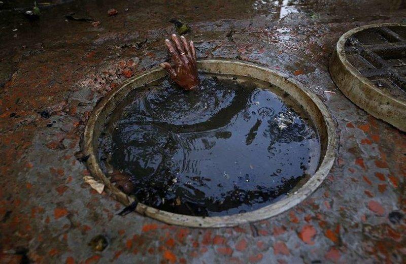 Столица Бангладеш страдает от слабой дренажной системы  бангладеш, дакка, канализация, мир, работа, сток, фотография