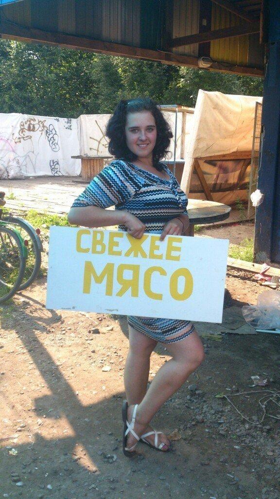 Современные девушки умеют подчеркнуть на фото свои достоинства девушки, люди, мачо, прикол, россия, село, селянство, юмор