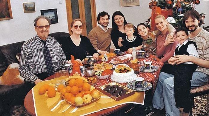 Юрий Яковлев с третьей женой Ириной, в окружении детей и внуков. Юрий Яковлев, актеры, искусство, истории, кино