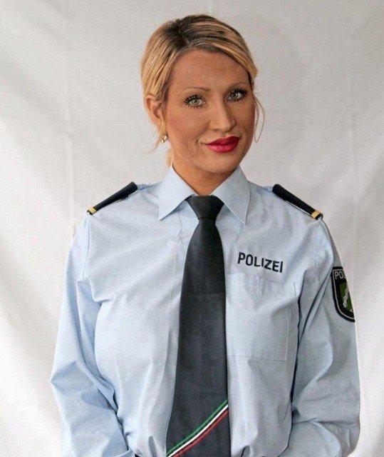 Переквалификация: сотрудница немецкой полиции ушла в повелительницы секс-подземелья бдсм, госпожа, полиция, преступления, расследование, сексуальность