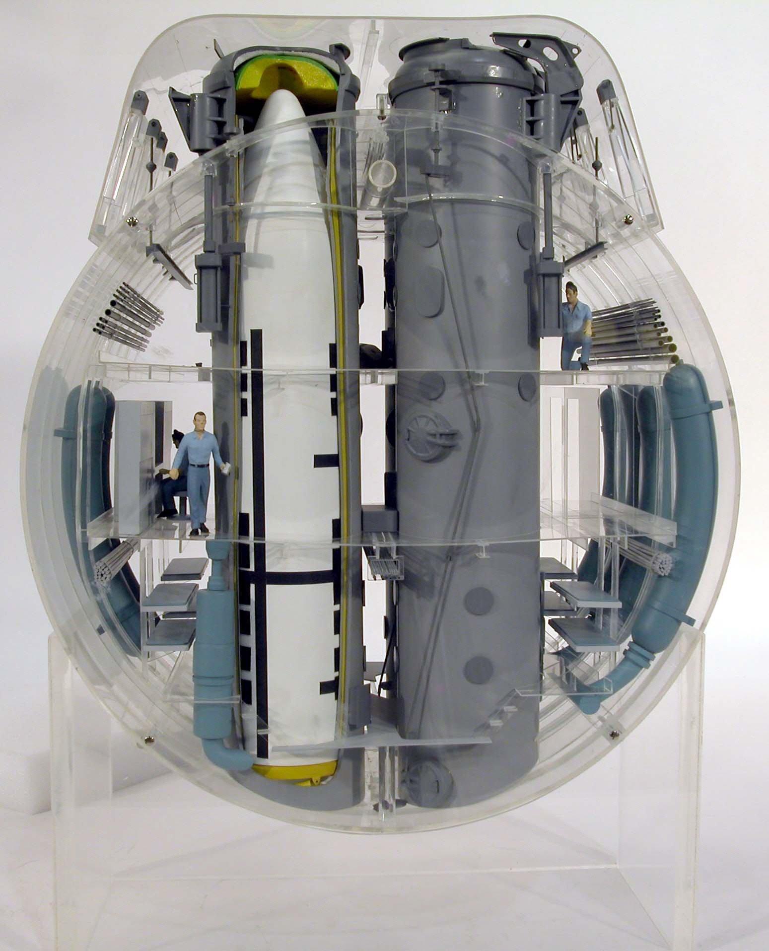 """Баллистические ракеты """"Посейдон"""" (США), размещенные на подводной лодке изнутри, интересно, как это сделано, познавательно, разрез"""