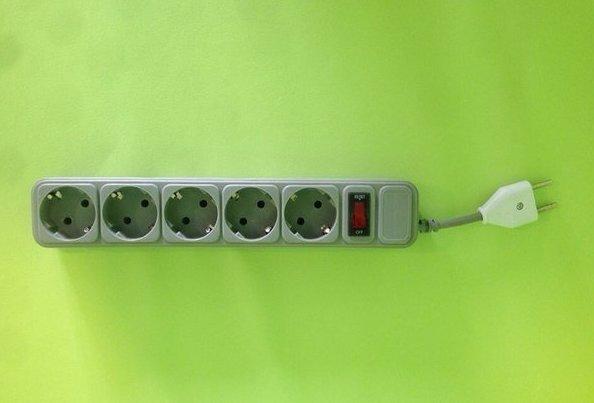 Когда ну очень короткий сетевой фильтр и так сойдёт, сетевой фильтр, сетевые фильтры, техника безопасности, удлинитель, электрика