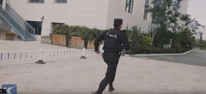 Самый эффективный прием против вооруженного хулигана ynews, видео, китай, преступник с ножом, самооборона, смешно