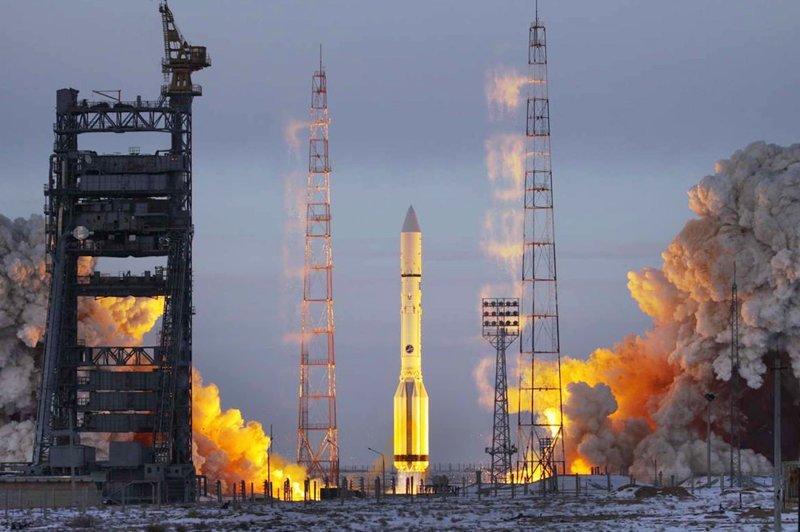 """""""Недостаток средств финансирования уже становится причиной задержек создания межпланетных проектов, оттягивает начало строительства второй очереди космодрома Восточный и разработку новой ракетно-космической техники"""", — пояснил он. космос, роскосмос, россия"""