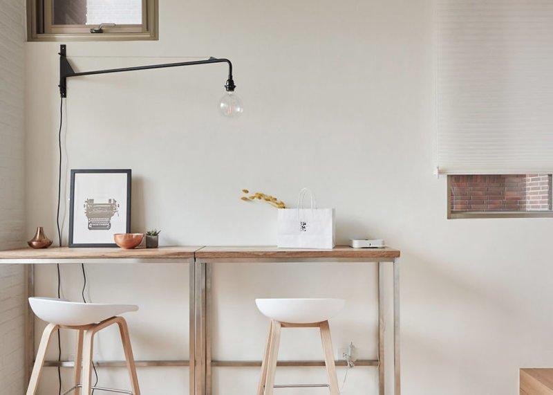 Для экономии пространства столы расположили у стены  дизайн, идея, квартира, комната, планировка, пространство, студия
