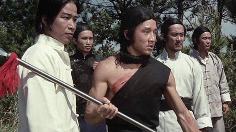 Вскоре Джеки вернулся в Гонконг. Позвонив старому другу Саммо Хуну, Чан попал на съемки фильма Джона Ву - «Рука смерти». актёр, биография, джеки чан, жизнь, семья, творчество, трюки, фильмы
