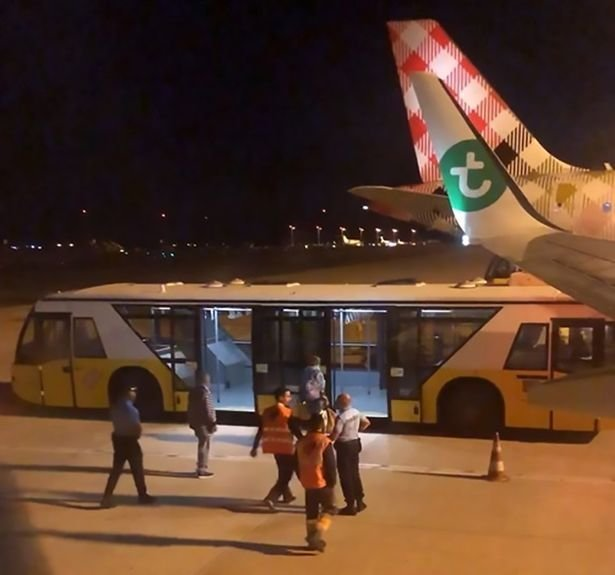 Эскорт дурно пахнущего пассажира Transavia Airlines, ynews, пассажир, смешно, экстренная посадка