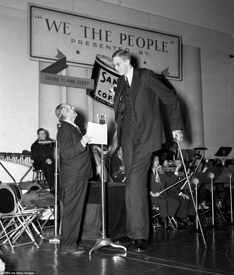 """瓦德洛是一个安静的年轻人,温柔的举止,因此它被称为""""温和的巨人""""肢端肥大症,巨型肿瘤,纪录,吉尼斯纪录,吉尼斯纪录保持者,是最高的,最高的男人"""