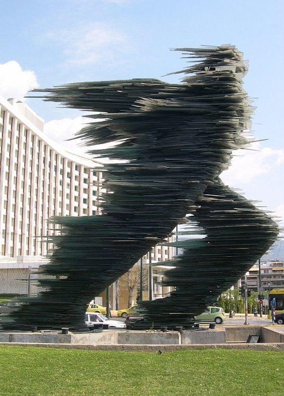 Уостас Варотсос - Бегущий Скульптуры, гигантизм, инсталляции, искусство, невероятное, удивительное