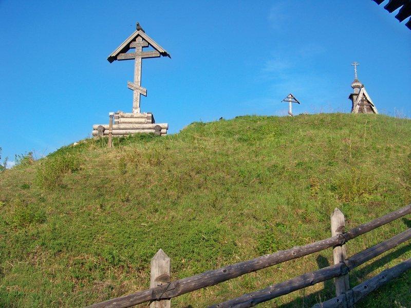 На горе Левитана находится старинная деревянная церквушка и кладбище Города России, Плёс, ивановская область, красивые города, пейзажи, путешествия, россия