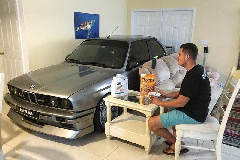 Специальный бункер для любимой машинки - можно вместе с ней переждать ураган Фабрика идей, автомир, гаражи. навесы, решения