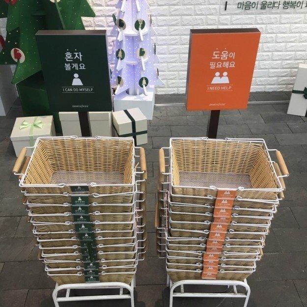 """4. Где-то бывает два типа корзинок в магазинах — владельцы одних хотят, чтобы к ним подходили с вопросом """"Могу ли я чем-то помочь"""", а других — не хотят Лайфхак, в мире, гениально, идея, полезно, хитрости"""