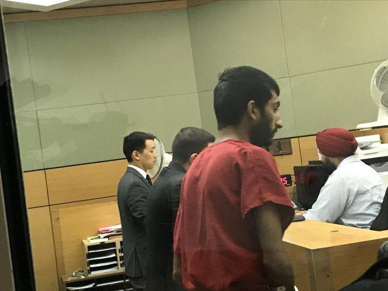 Для освобождения блогера назначили залог в 75 тысяч долларов. Суд постановил, что молодой человек может представлять угрозу общественной безопасности. При этом полиция отметила, что розыгрыш не представлял опасности. prank, бомба, видео, паника, розыгрыш, стрим, сша