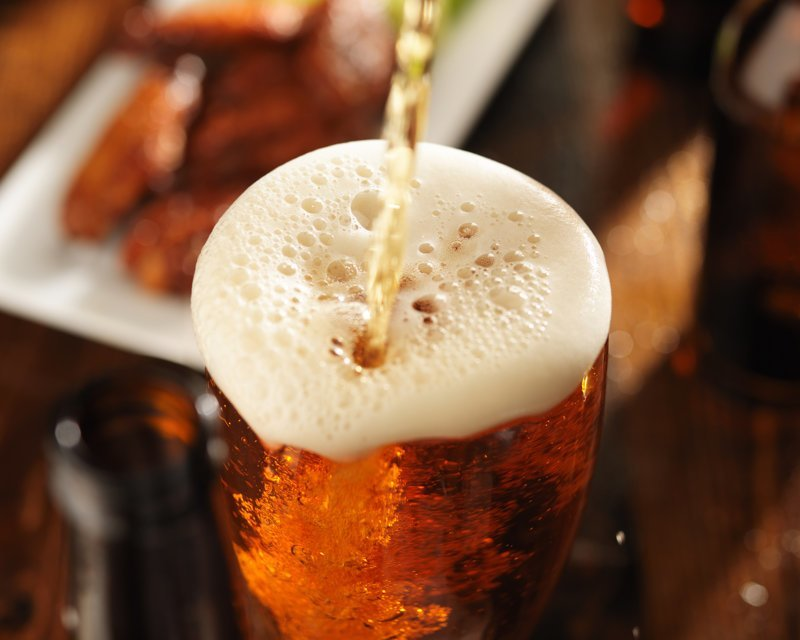 Перед ЧМ специалисты Роскачества рассказали, как отличить настоящее пиво от подделки ynews, интересное, пиво, полезное, праздник, роскачество, хмель