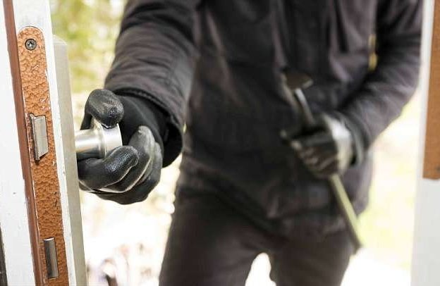 Воры-домушники рассказали, как предотвратить ограбление безопасность, вор, грабитель, дом, домушник, жилье, ограбление, советы