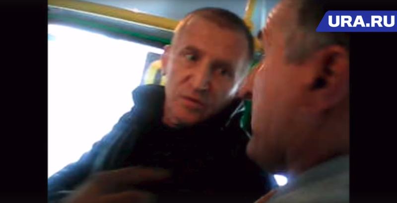 Уральские водитель и кондуктор похитили пассажира маршрутки: видео ynews, екатеринбург, маршрутное такси, транспорт