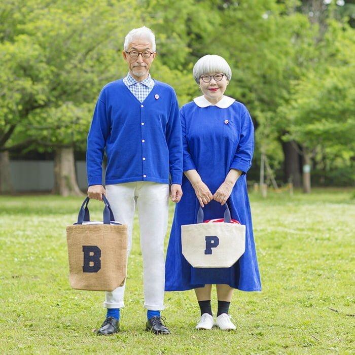 Бон и Пон вместе уже почти 40 лет и им до сих не скучно люди, муж и жена, муж и жена одна сатана, одежда, пара, пожилые люди, пожилые пары, япония