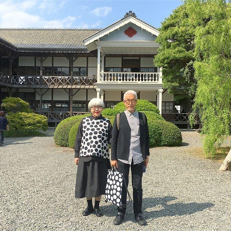 Два сапога пара: 60-летние Бон и Пон, которые подходят друг другу идеально люди, муж и жена, муж и жена одна сатана, одежда, пара, пожилые люди, пожилые пары, япония