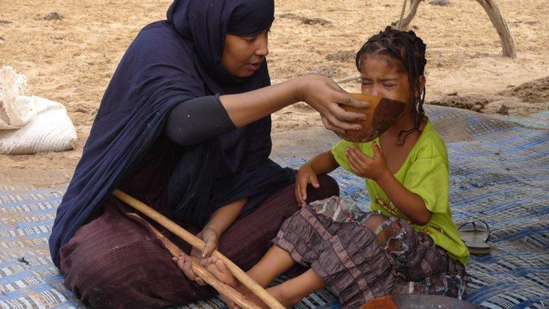Маленьких африканских девочек заставляют употреблять 15 000 калорий в день африка, леблоу, традиции