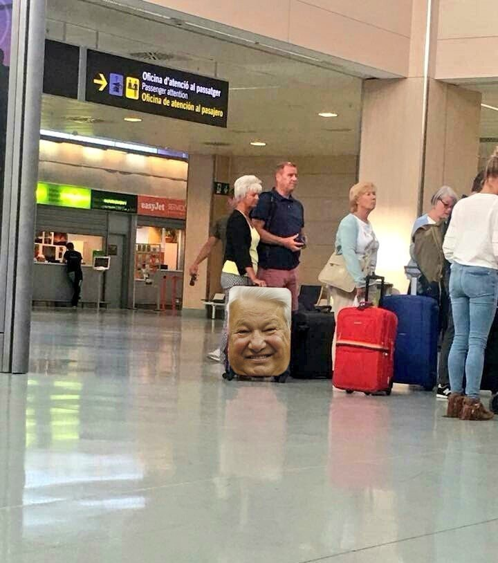 Если бы Ельцин был жив и собирался в отпуск aliexpress, покупка, прикол, продажа, путешествие, чемодан, чехол, юмор