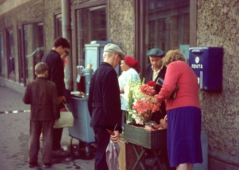 Продавцы цветов и газированной воды 60-е, СССР, ленинград, ностальгия, советский союз