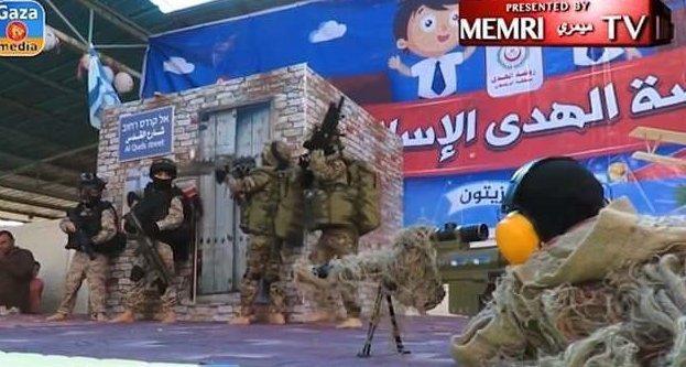 Палестинские дети играют в террористов Израиль, арабо-израильский конфликт, воспитание террористов, джихад, малолетние террористы, недетские сценки, палестина, сектор газа