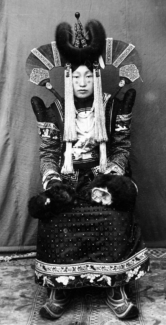Монголия. Праздничная одежда и головной убор исторические фото, история, мода, прическа, свадьба, факты