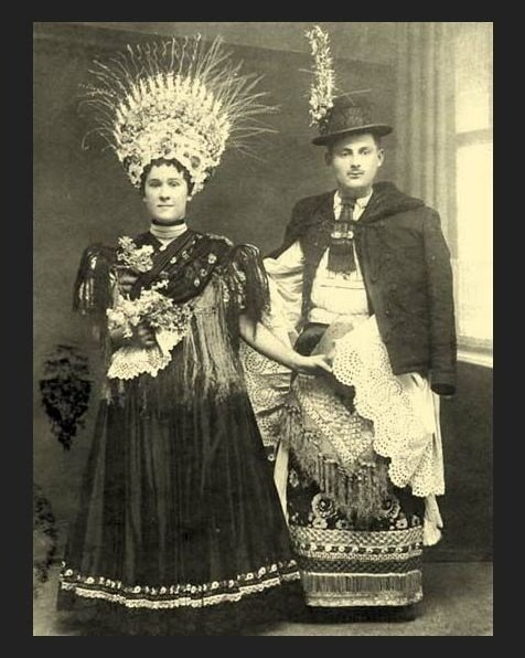 """Венгрия. Здесь женщины тоже носили высокие """"короны"""" из растений (пшеница, рожь, цветы и т.п.) исторические фото, история, мода, прическа, свадьба, факты"""