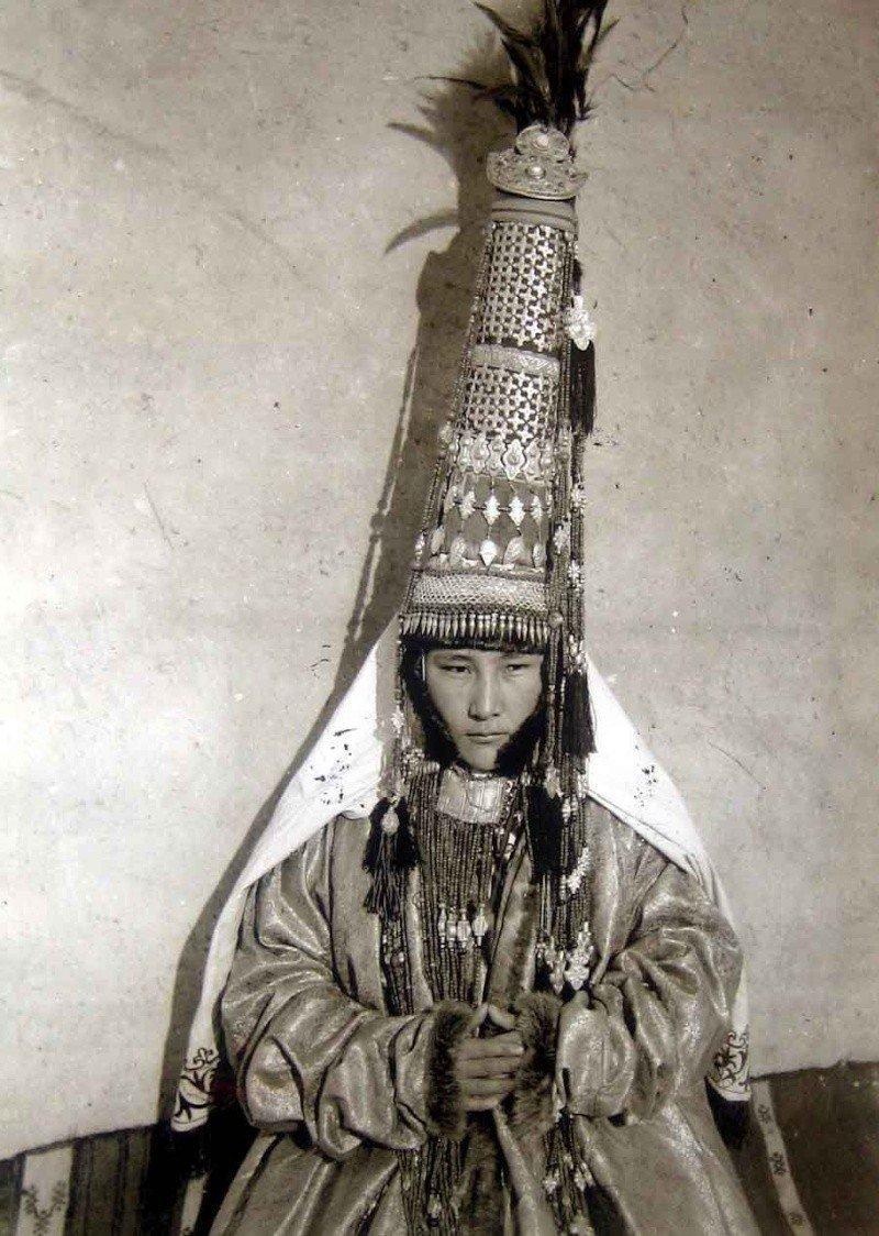 Казахский Саукеле (Женский свадебный головной убор) исторические фото, история, мода, прическа, свадьба, факты