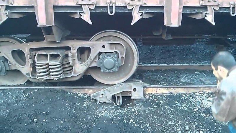Как сошедшие поезда или вагоны возвращают на рельсы? колеса, поезда, приспособление