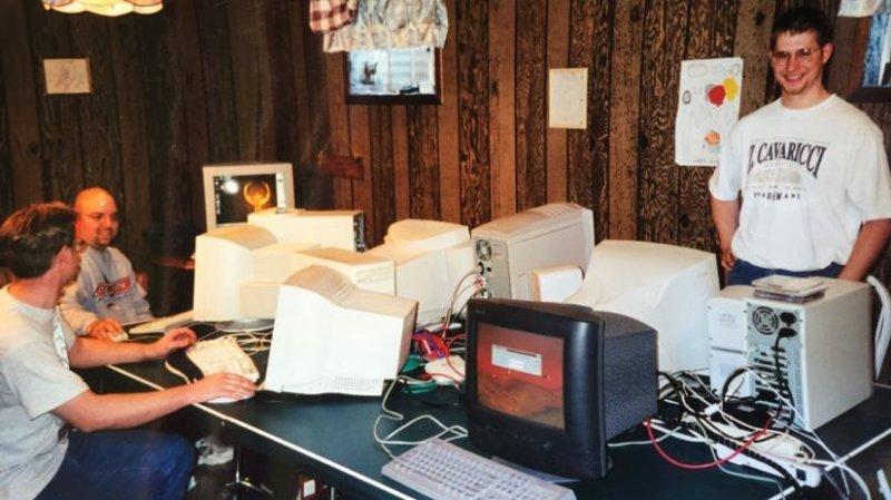До YouTube, мемов и «раков»: каким был интернет в 1999 году в мире, интернет, как это было, люди, мем, прикол
