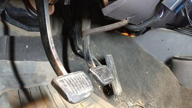 """18. Педаль тормоза """"проваливается""""? Есть решение! авто, автомеханик, гараж, прикол, ремонт, юмор"""