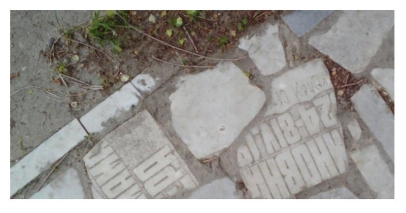 В Ульяновске тротуар замостили надгробными плитами ynews, мощение, надгробья, ульяновск