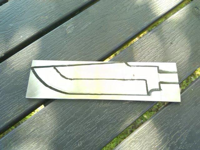 ну и поехали...  на пластине стали рисуем маркером очертание клинка нож, подарок другу, своими руками, сделай сам