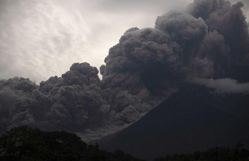 Огненный вулкан в Гватемале ведет смертельный счет ynews, вулкан Фуэго, гватемала, извержение вулкана, катаклизм, новости, природная катастрофа, чрезвычайное происшествие