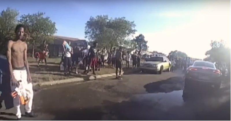 Белую женщину-копа отправили в чёрный район разогнать толпу веселящихся темнокожих. Зря! видео, водная битва, полиция, сша