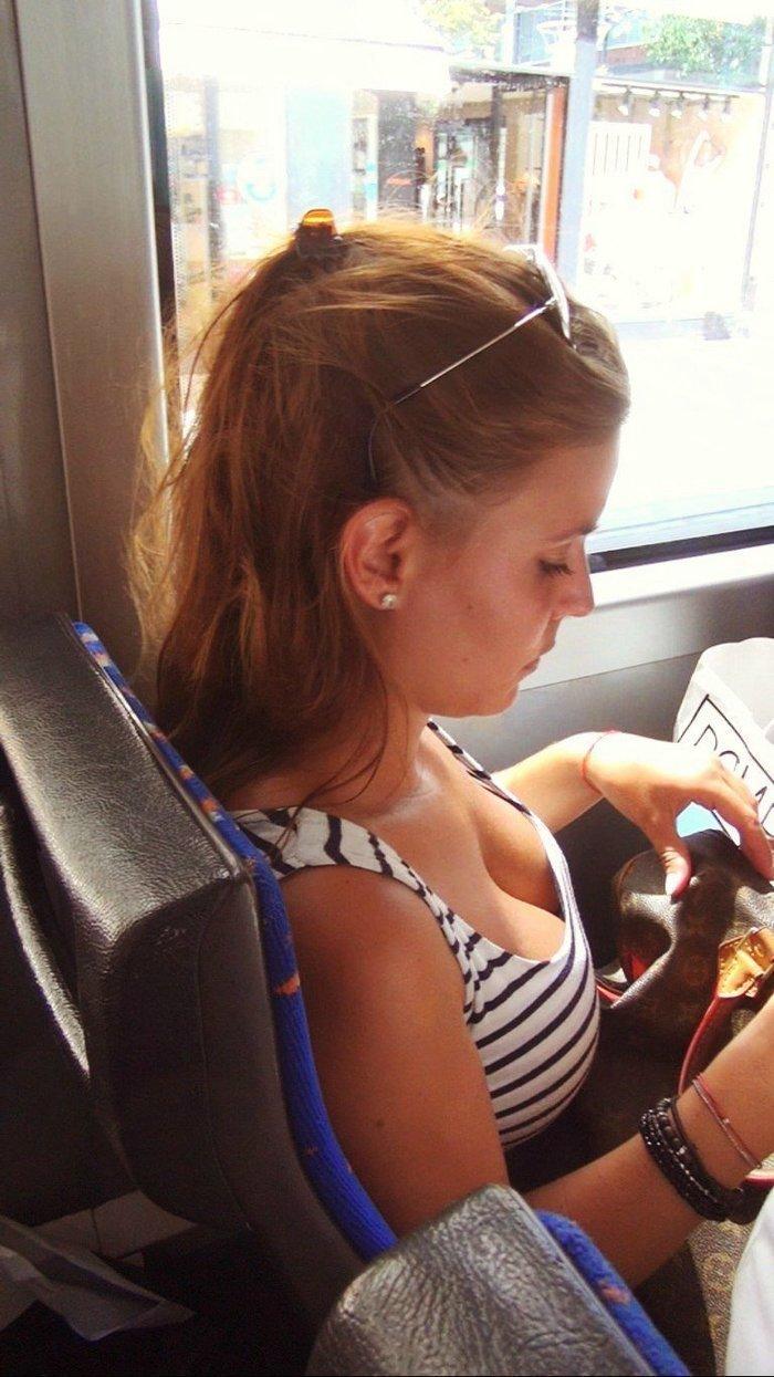 Автотраспортным предприятиям давно пора сделать бесплатным проезд для симпатичных девушек автобус, девушки, красота, маршрутка, общественный транспорт, прикол, формы, юмор