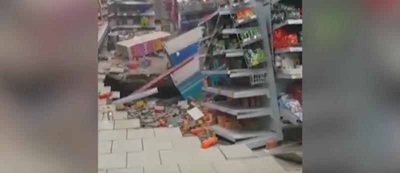 """В казанской """"Пятерочке"""" обрушился пол и потолок: видео ynews, казань, обрушение, пятерочка"""