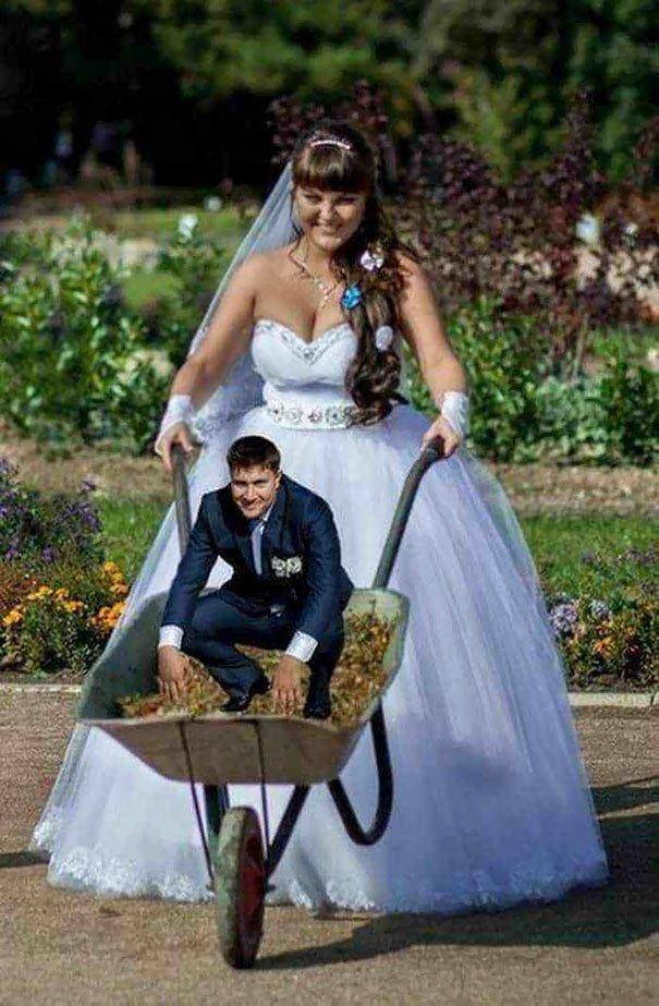 Всё как всегда: без трусиков, но зато в фате Молодожёны, невеста, прикол, свадьба, торжество, юмор