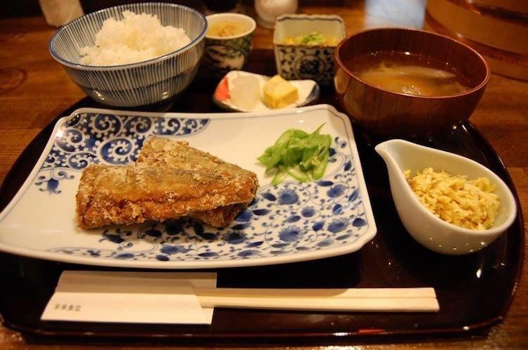 В Токио открылся ресторан, где можно пообедать, отработав смену на кухне в мире, еда, кухня, ресторан, смена, токио