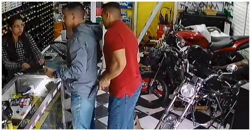 В Бразилии  военный полицейский вступил в жестокую схватку с вооруженным грабителем бразилия, в мире, видео, драка, инцидент, криминал, магазин, ограбление