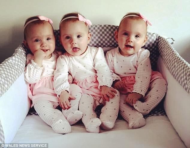 Иногда, чтобы не путать девочек, родители красят им ногти на ногах в разные цвета ynews, редкий случай, семья, сестры, тройня, тройняшки, уэльс, шанс