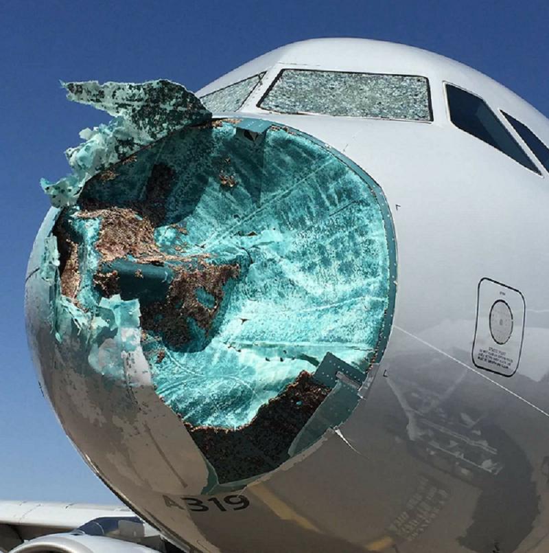 Американские пилоты посадили самолёт с разбитым носом ynews, Приземлился, интересное, пилоты, самолёт, фото, шторм