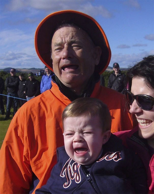 8. Билл Мюррей отзеркалил плачущего ребенка. А заодно и Тома Хэнкса звезды, знаменитости, знаменитости дурачатся, известные люди, таланты и поклонники, тролли, троллинг, чувство юмора