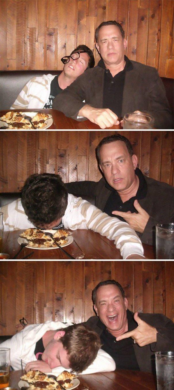 """9. Том Хэнкс обожает фотографироваться с """"пьяными"""" фанатами звезды, знаменитости, знаменитости дурачатся, известные люди, таланты и поклонники, тролли, троллинг, чувство юмора"""