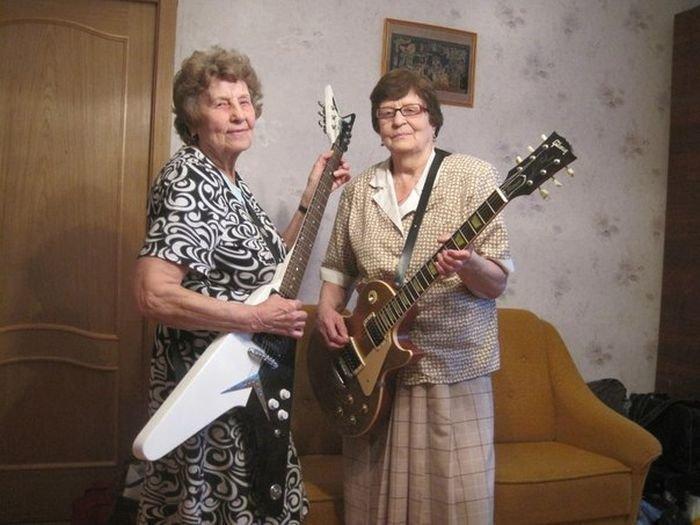 Они тоже любят музыку Веселые, бабуськи, пенсия, прикол, старость, фото, юмор